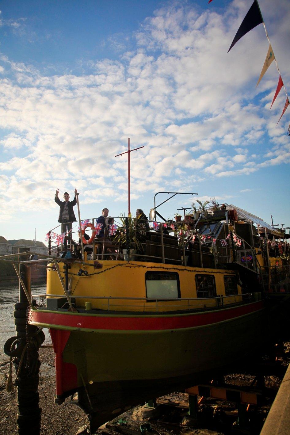 Party Boat, Dan gives vickers.